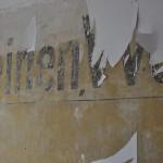 Alte Werbebeschriftung auf der Brandwand des Nachbarhauses