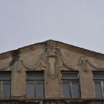 Detail der Fassadengestaltung im Giebel der Dachwohnung